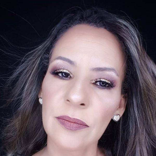 Imagem principal do produto Treinamento  de Automaquiagem  Online com Geusa Makeup  Novembro de 2020