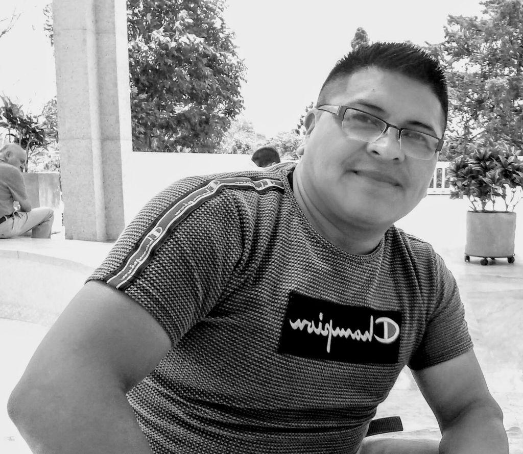 INSTRUCTOR Jesús Yaland