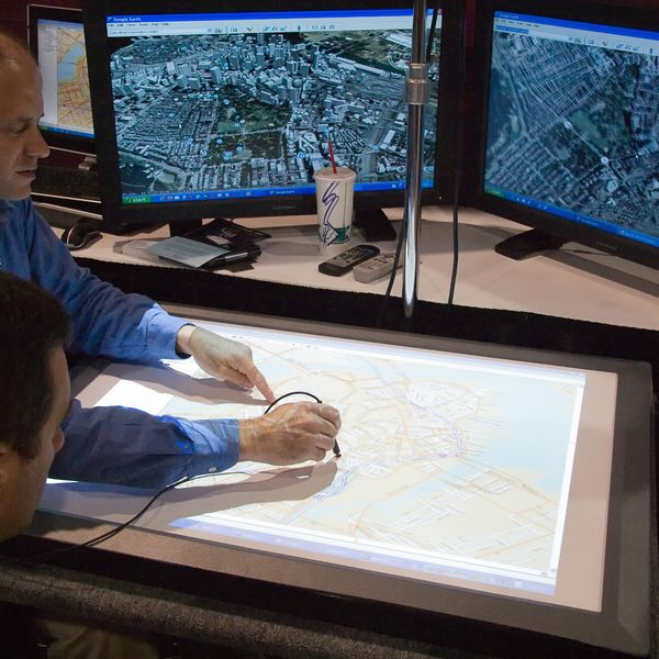 Imagem principal do produto Analista em Google Earth Engine