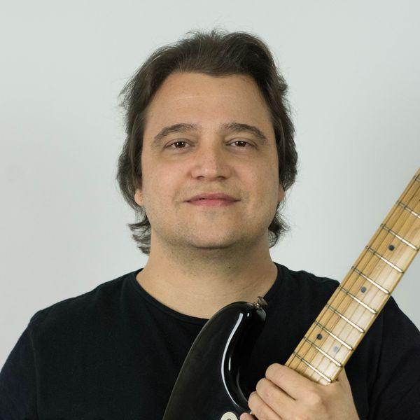 Imagem principal do produto Curso de Guitarra e Violão com Filipe Martinez