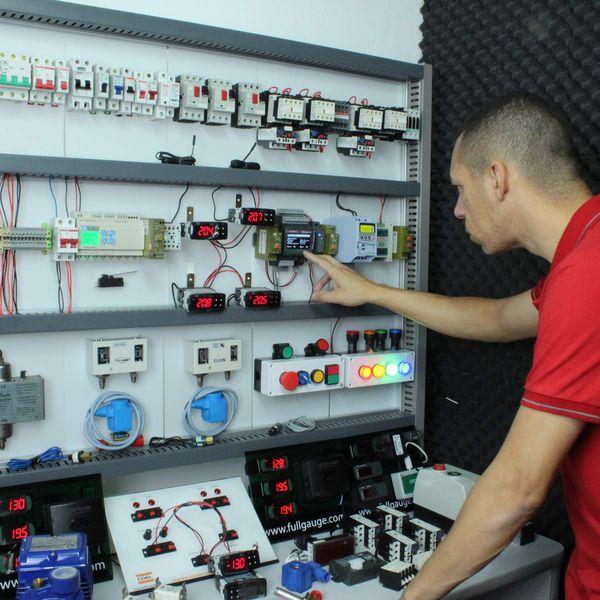 Imagem principal do produto CLP -Para Refrigeração (Controlador Lógico Programável)