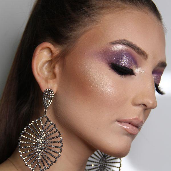 Imagem principal do produto Curso para maquiadores iniciantes - Esfumado alongado com glitter