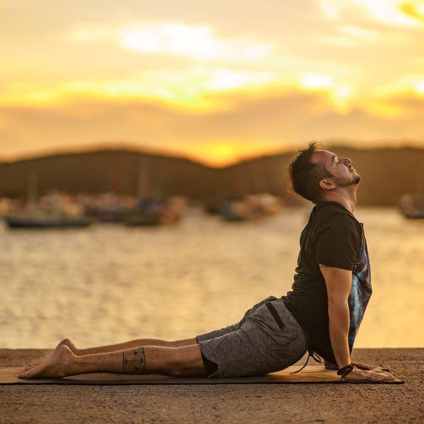 Imagem principal do produto Curso de Formação de Instrutores de Yoga Turma II - 2021