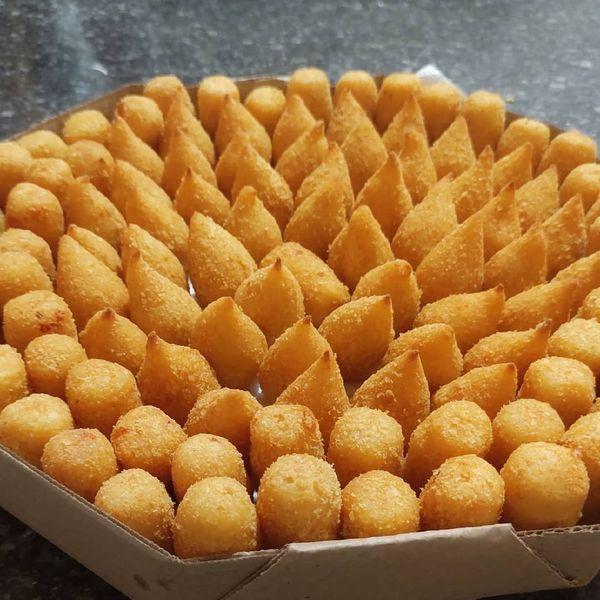 Imagem principal do produto 6 maravilhosas receitas de salgados assados e fritos para fazer uma renda extra...