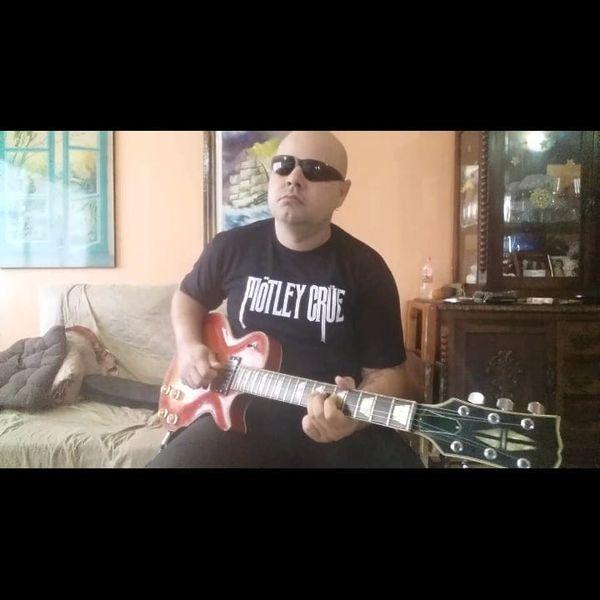 Imagem principal do produto Curso Guitarra Rock - Ale Martins