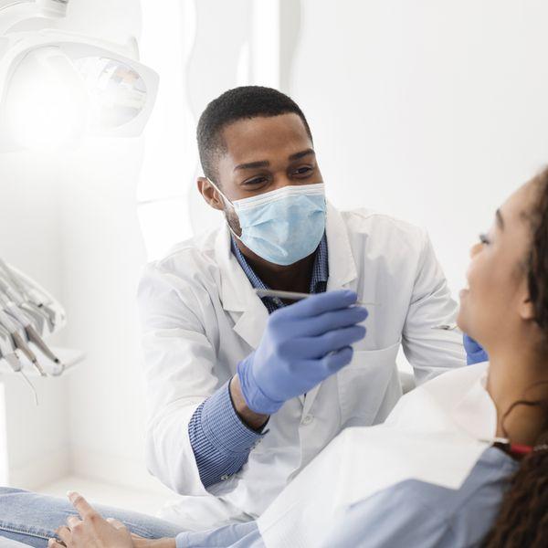Imagem principal do produto Imersão em Resinas Injetáveis e Cirurgia estética periodontal