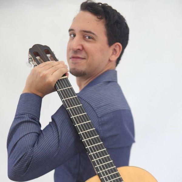 """Imagem principal do produto Curso """"Violão em 8 Minutos - Versão 2.0"""" - Professor Leandro Latú"""