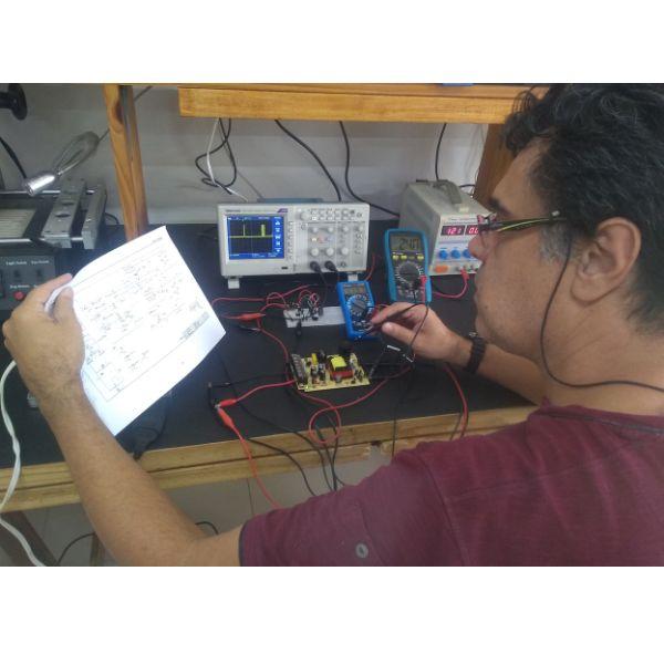 Imagem principal do produto Curso prático de Eletrônica - Eletrônica de Bancada