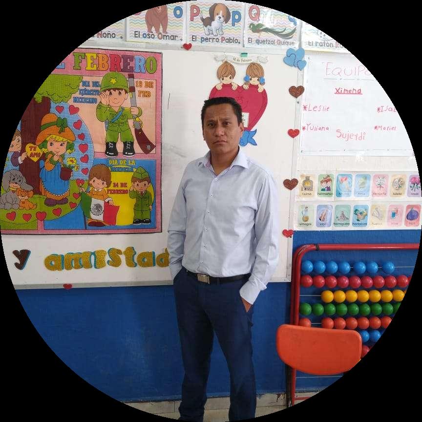 Javier Favela Camacho, maestro de primaria.