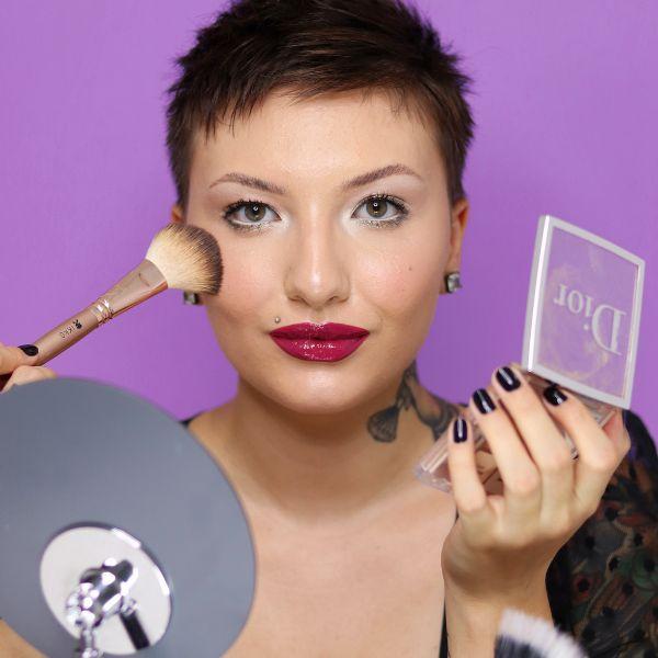 Imagem principal do produto Automaquiagem com Júlia Nardin
