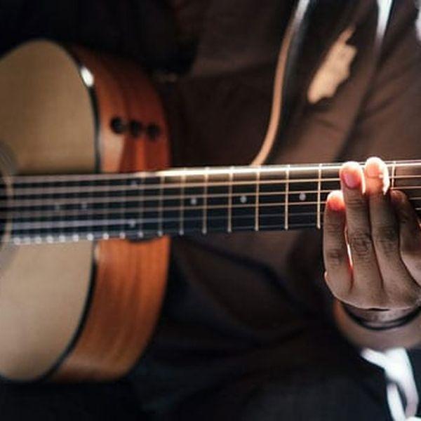 Imagem principal do produto Curso BÁSICO de violão do ZERO.