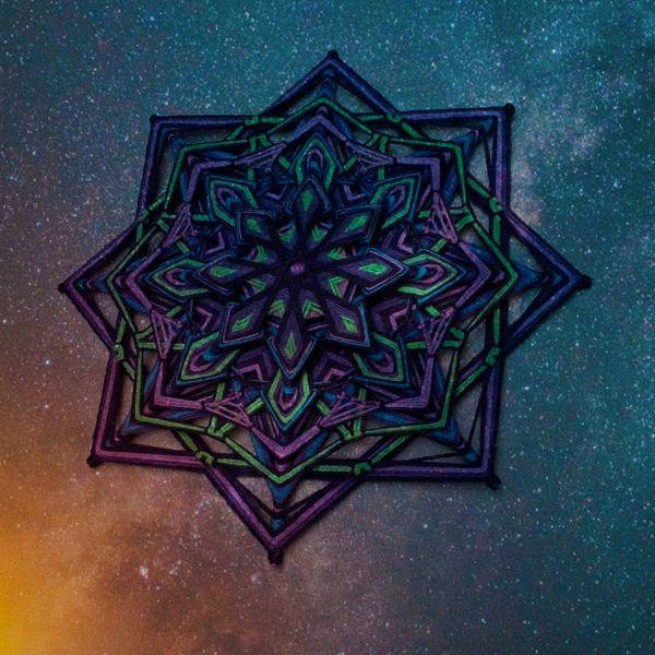 Imagem principal do produto Flor Galática: Mandala de 8 pontas em Fios